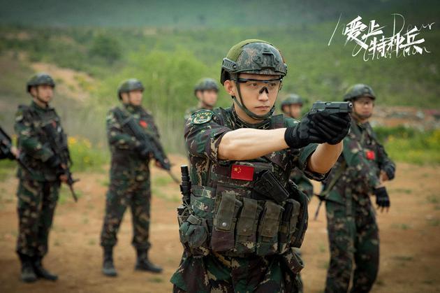 黄景瑜:新剧撞上体重巅峰 钟爱军旅戏看阅兵会哭