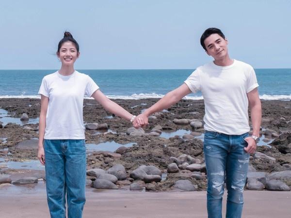 2019年,李千那曾和是元介合作戏剧《守着阳光守着你》。