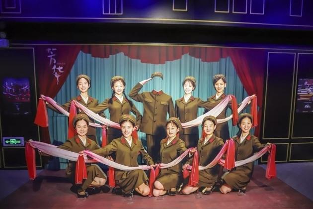 苏州华谊兄弟电影主题公园内的《芳华》主题展示(图片来源:视觉中国)