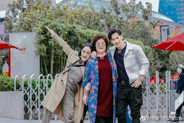 钟丽缇张伦硕与妈妈