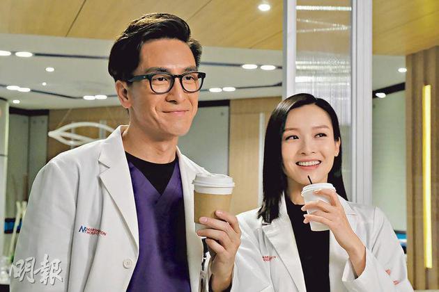 马国明(左)一切以病人为先,是个好医生