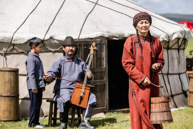 电影剧照,片中草原额吉的扮演者为蒙古国女演员安赫尼玛