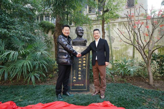 王景春捐赠赵丹铜像