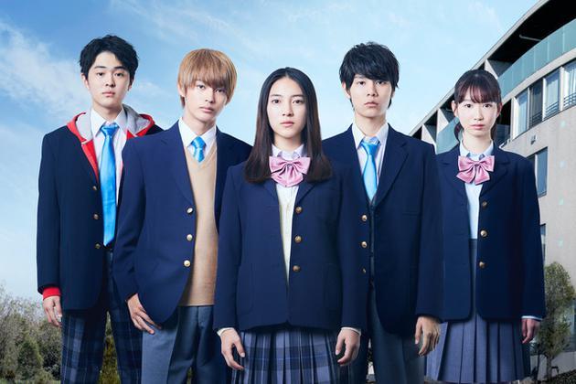 日剧《在灰色箱中》演员,左起望月步、神尾枫珠、久保田纱友、萩原利久、冈本夏美