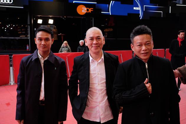 世界首映前红地毯,演员亚侬弘尚希(左首)、导演蔡清明、演员李康生