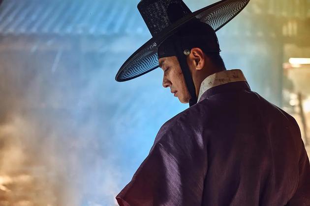Netflix高分剧《王国》第二季花絮,朱智勋称《王国2》更惨烈