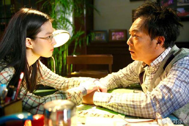 刘亦菲晒合照悼念谢园:我们会永远铭记和想念