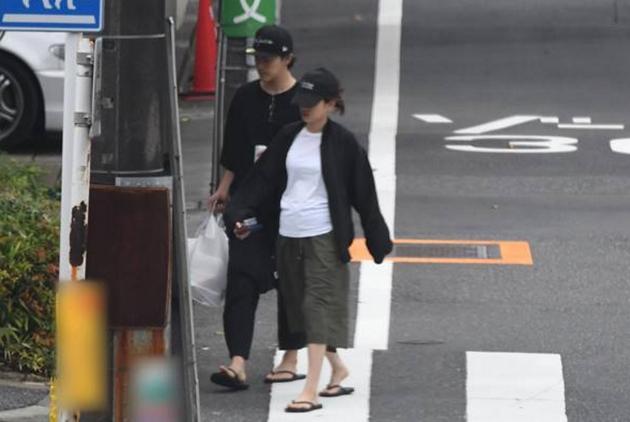 前田敦子外出购物腹部隆起