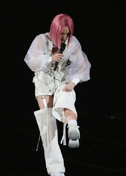 杨丞琳演唱会出意外