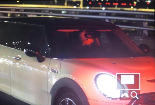 刘昊然被拍到独自开车前去机场(图源:非肉食性蘑菇)