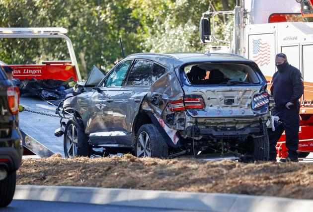 老虎伍兹发生驾车翻复意外