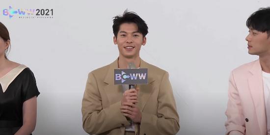 《想见你》韩国电视展 许光汉帮柯佳嬿追星孔刘