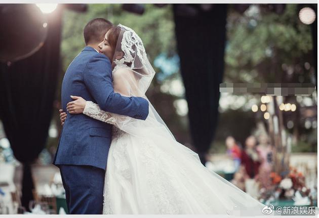 郭柯与妻子结婚照