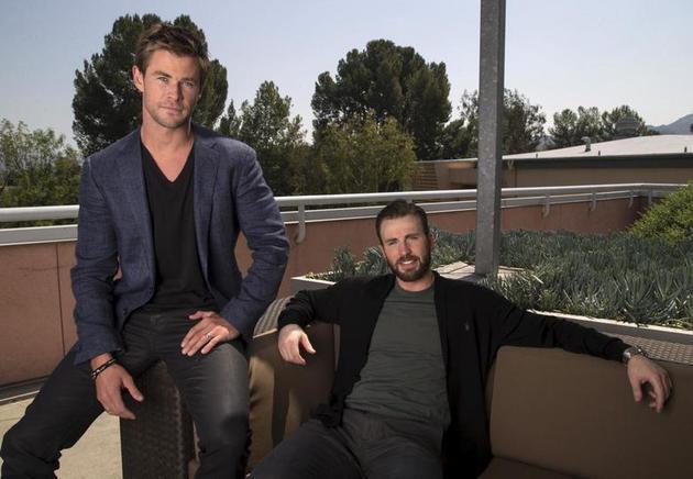 克里斯·埃文斯颇(右)与克里斯·海姆斯沃斯(左)