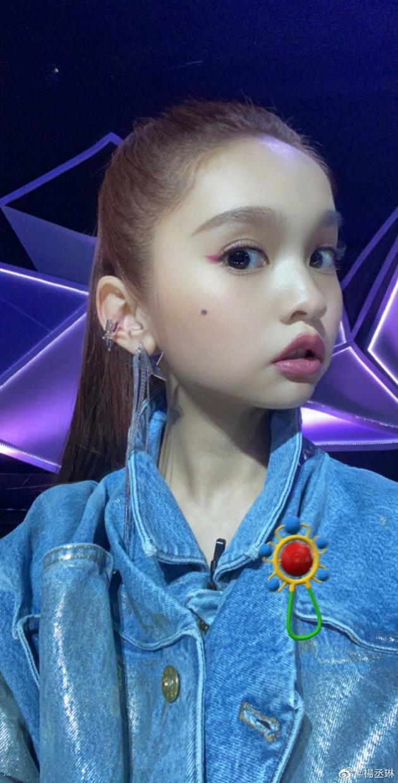 杨丞琳童年版滤镜自拍