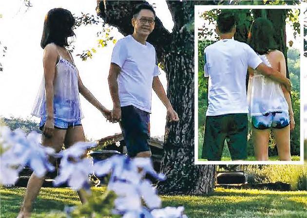 李嘉欣在社交平台分享与老公许晋亨树下漫步的照片,十分恩爱。