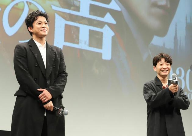 10月22日东京小栗旬、星野源参加电影《罪之声》完成报告见面会