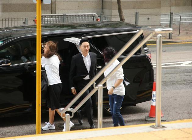 张智霖抵达法庭