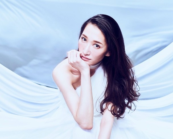 日本女歌手ELISA