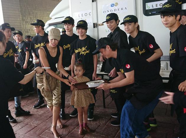松本潤、龜梨和也等八人到臺風災區館山做公益活動