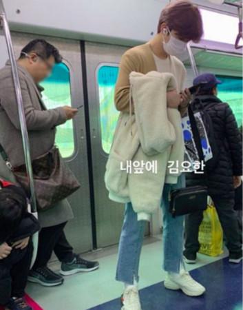 金曜汉搭乘地铁被偶遇