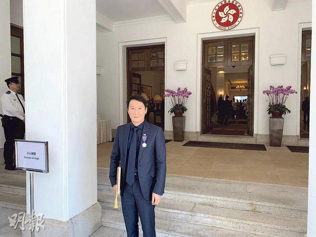 黎明昨天(11月9日)早上前往禮賓府出席勛銜頒授典禮。