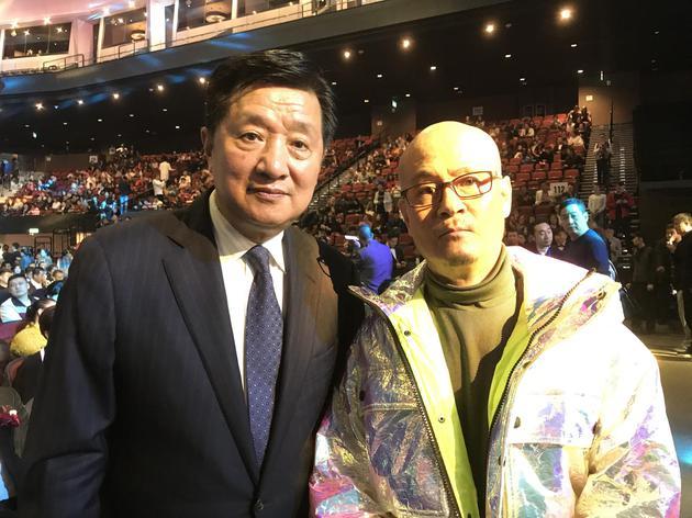 李进[微博]与电影学院院长,澳门电影节终身信用主席张会军相符影