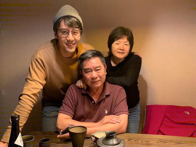 胡宇威与爸妈