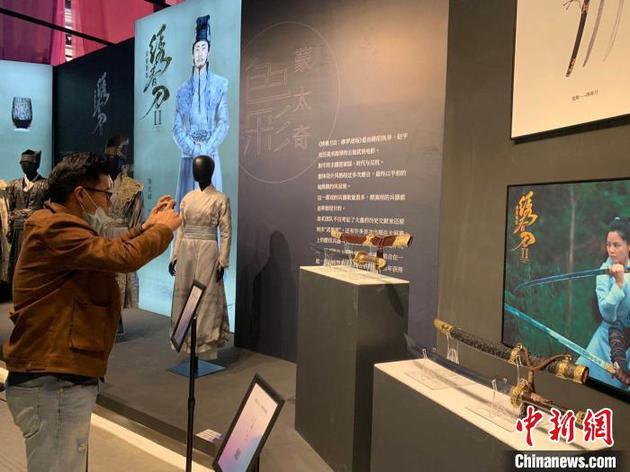 博览会色彩·蒙太奇电影美术新媒体装配艺术表现场。 张斌 摄