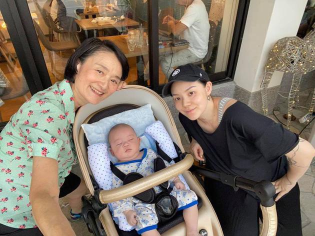 谭艾珍和女儿欧阳靖