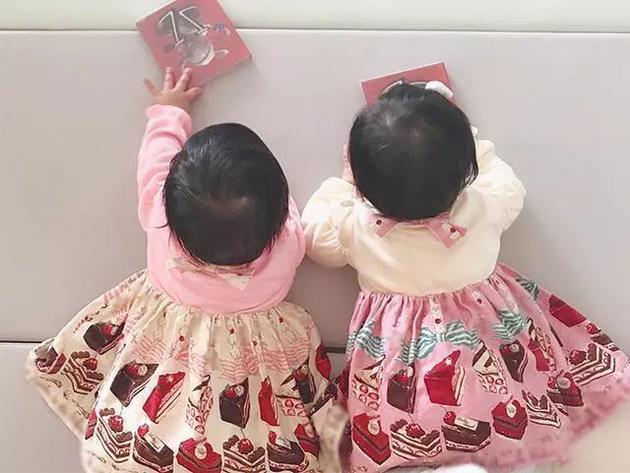 谢娜发女儿日常 跳跳讲故事俏俏唱歌捣乱性格分明