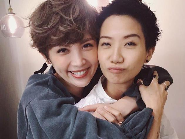 魏如萱(左)和卢凯彤相当要好。