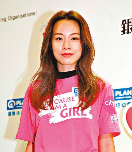 邓丽欣承认住男友台湾家里 否认同居笑称是收留