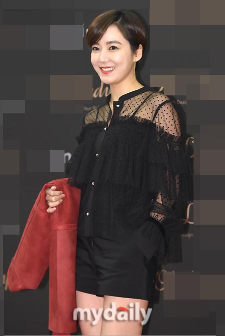 韩星李素妍与企业家丈夫离婚 曾相识一个半月订婚