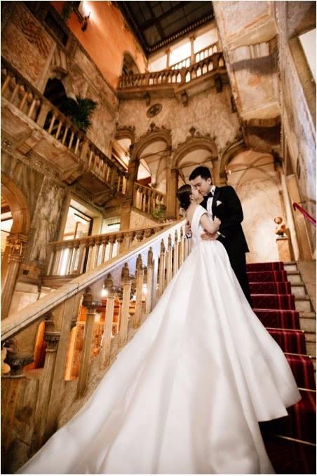 两人古堡婚纱照
