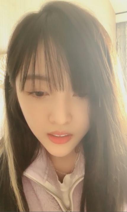 """吴宣仪直播与粉丝聊天 妈妈想要""""东华帝君""""签名照"""