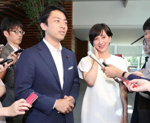 """小泉进次郎与女主播泷川Christel成""""最讨厌夫妇""""第二名"""