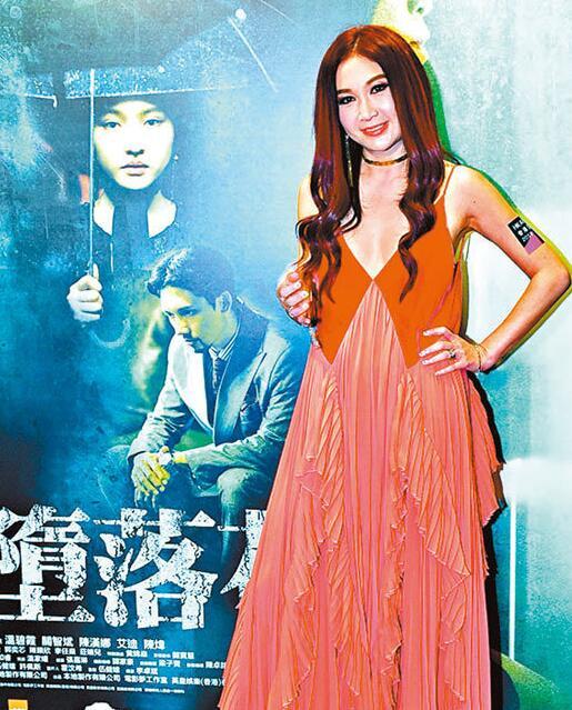 """图:温碧霞在""""第八届丝绸之路国际电影节""""获最佳女主角"""
