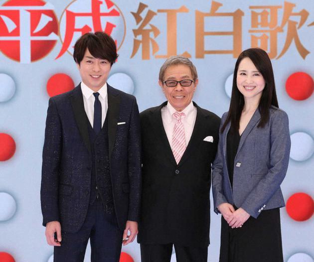 左起樱井翔、北岛三郎、松田圣子出席节目《总决算!平成红白歌会》见面会