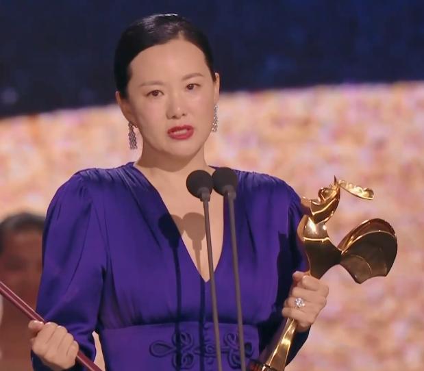 咏梅在2019年凭《地久天长》获得金鸡奖最佳女主角(资料图)