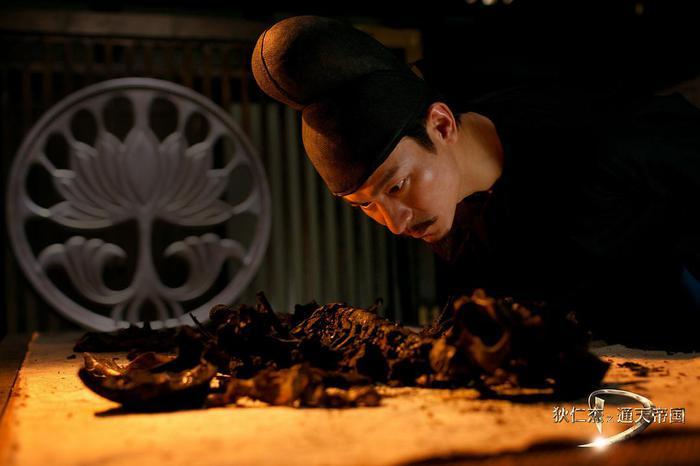 赤焰金龟_《通天帝国》狄仁杰查看赤焰金龟引起自燃后的痕迹