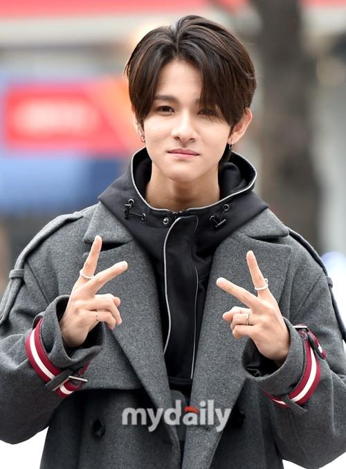 韩国歌手Samuel