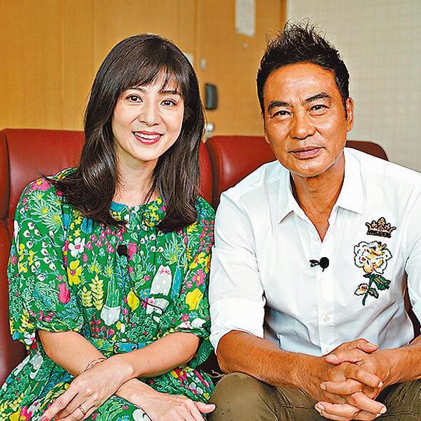 任达华(右)遇袭前和杨采妮接受访问。