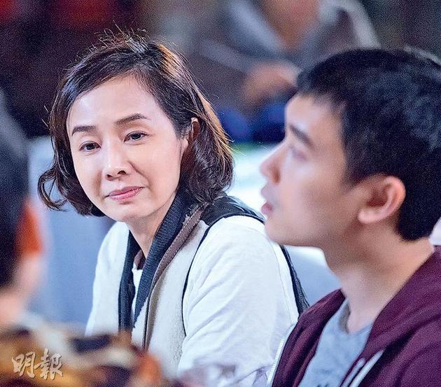 毛舜筠在《黄金花》中饰演非一般家庭主妇,要照顾自闭症儿子,还要面对出轨丈夫。