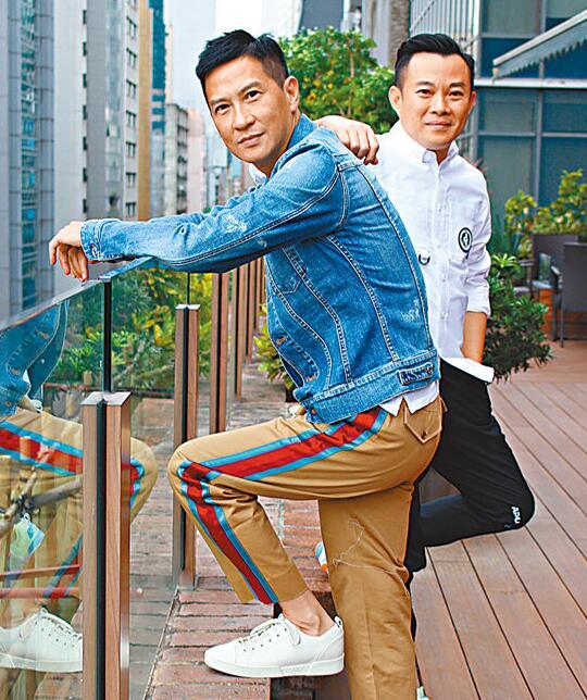 张家辉(左)自称渴望电影中的兄弟情,导演文伟鸿(右)也不赞同兄弟情题材过时的说