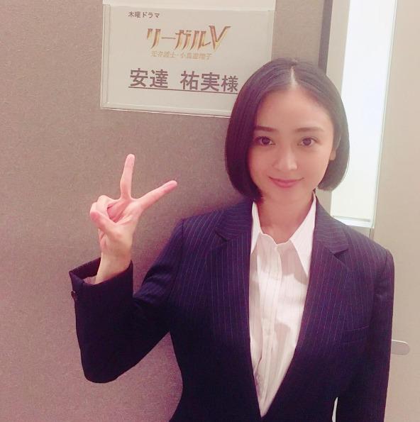 安达佑实参演米仓凉子新剧 ins晒制服照获好评
