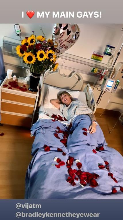 麦莉男友探望病床上撒花瓣