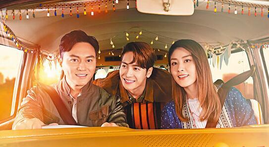 左起:张智霖、王嘉尔及陈慧琳齐拍月饼广告。
