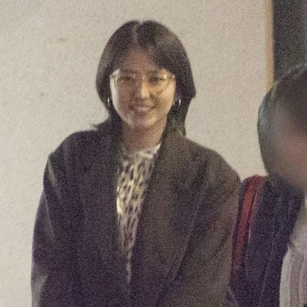 长泽雅美被拍到深夜去绯闻男友中川雅也的店