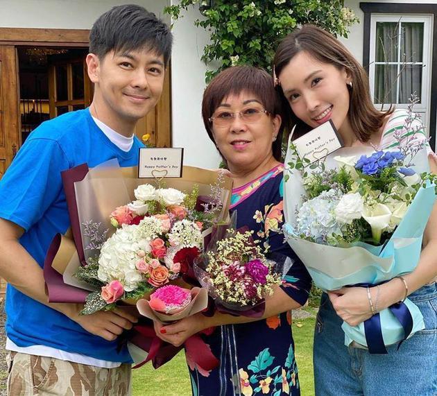 林志颖与妈妈林金花、妻子陈若仪相符照